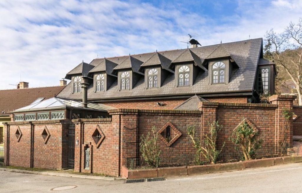 Prodej domu 300m2 pozemek 703m2 - 0