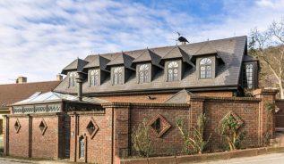 Prodej domu 300m2 pozemek 703m2 - 1