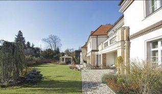 Prodej vily 1000m2, pozemek 1486m2 - 1