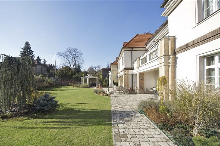 Prodej vily 1000m2, pozemek 1486m2 - 0